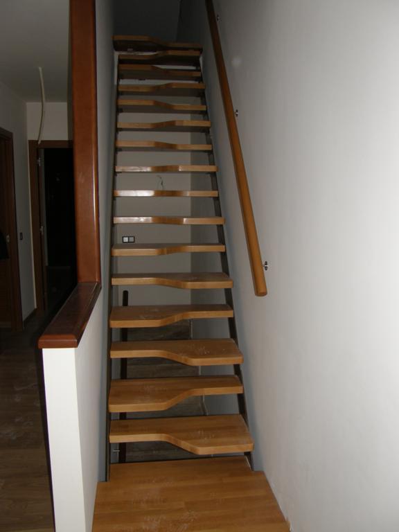 Demadera pavimentos y reformas en madera - Escalera japonesa ...