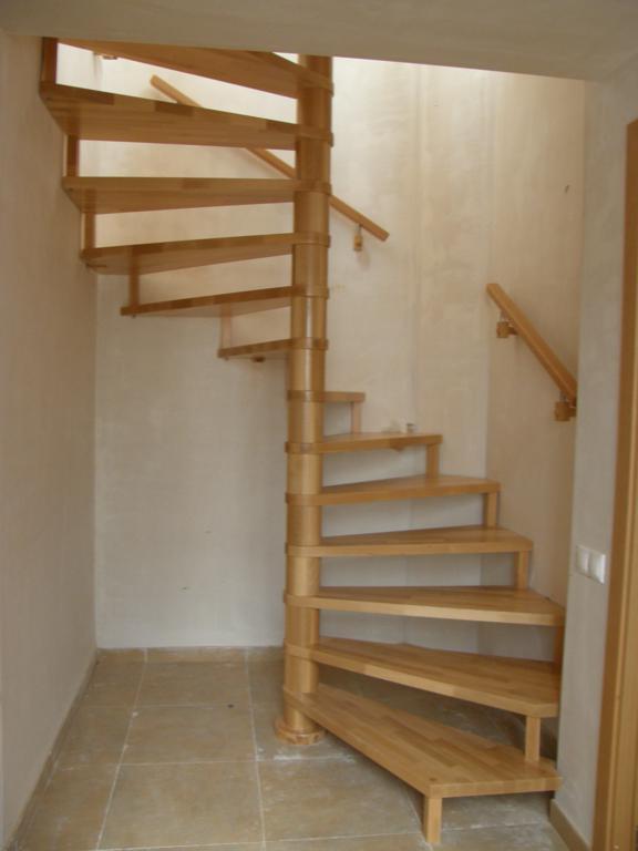 Demadera pavimentos y reformas en madera - Escaleras de caracol de madera ...