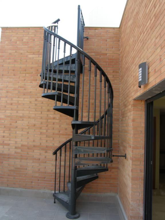 Demadera pavimentos y reformas en madera - Escalera de caracol exterior ...