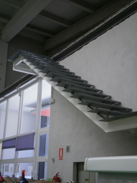 Demadera pavimentos y reformas en madera for Escaleras de fierro