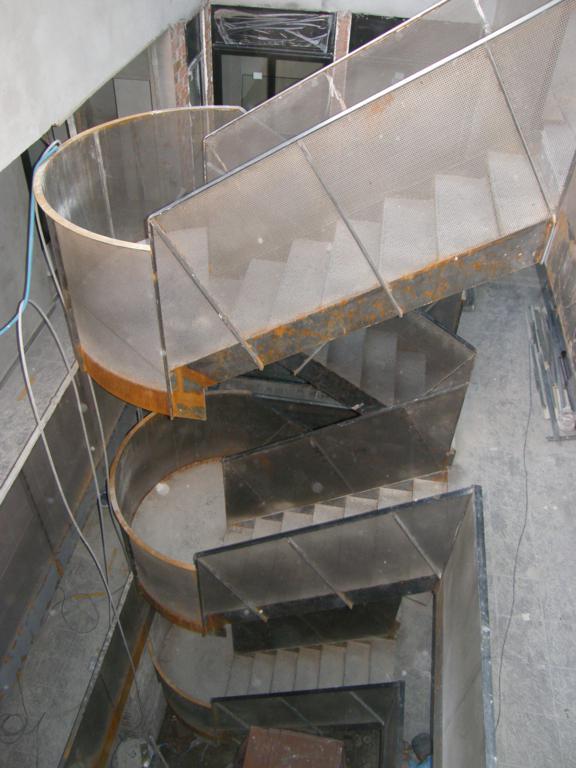 Demadera pavimentos y reformas en madera for Escaleras de hierro para exterior